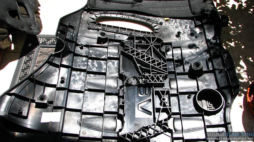 Engine cover without part of the sound proofing